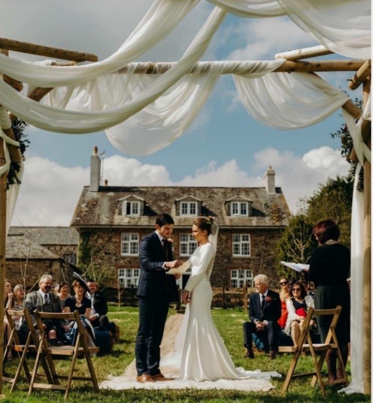 Wedding celebrant  - Devon outdoor wedding ceremony
