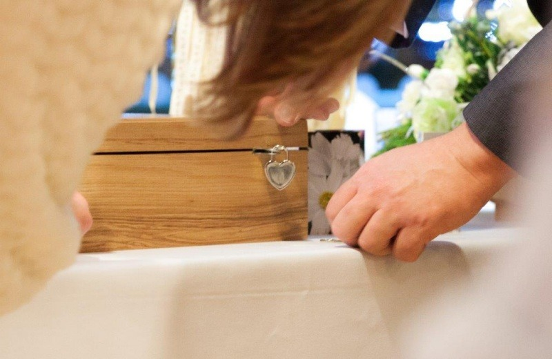 Wedding Celebrant - The Wine Box Ceremony