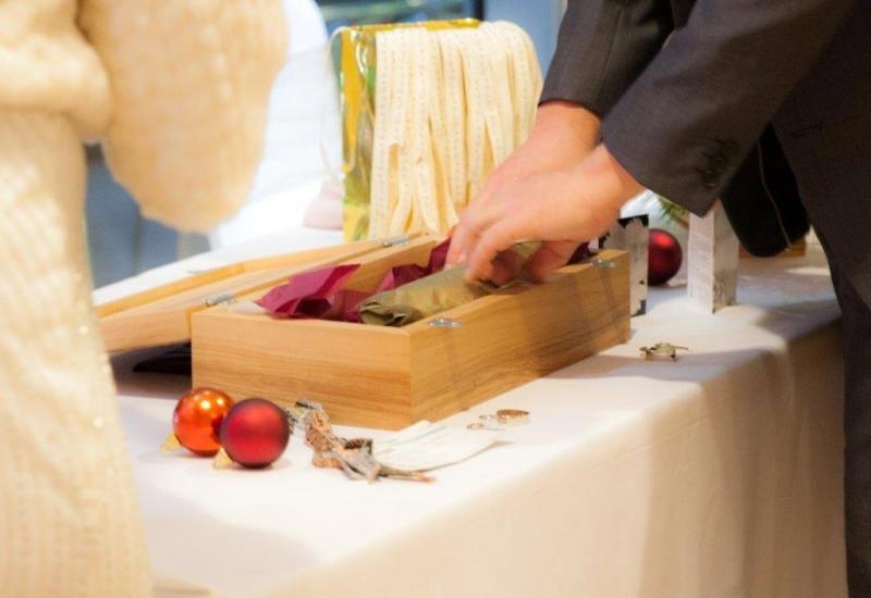 Wedding Celebrant - Winter Wine Box Ceremony